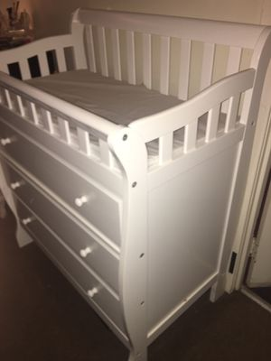 Baby dresser with changing table for Sale in Floral Park, NY