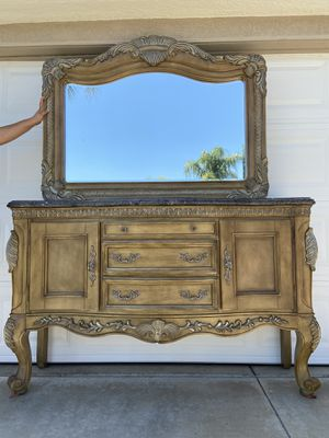 Large mirror and buffet for Sale in Wildomar, CA