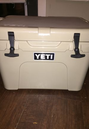 Yeti 35 cooler for Sale in Northport, AL