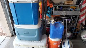 4 ice chest coolers and 2 water jugs for Sale in Peoria, AZ
