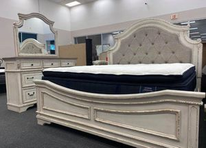 ⏳Realyn Chipped White Panel Bedroom Set. Dresser Mirror Nightstand bed frame queen ⏳Delivery available. Financing options ⏳ for Sale in Houston, TX