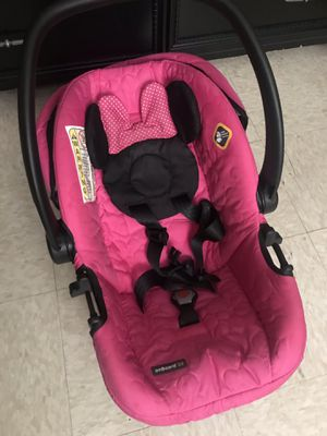 Minnie Mouse car seat with vase included! for Sale in Memphis, TN