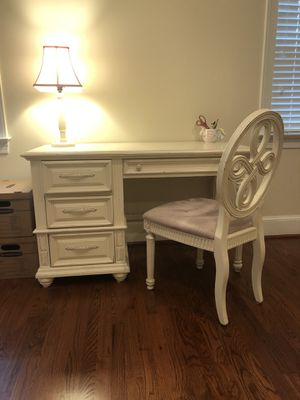 White Desk and Chair for Sale in Bethesda, MD