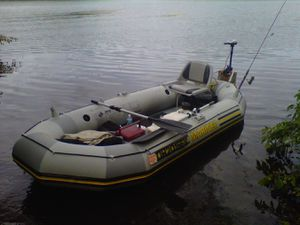 mariner inflatable boat has very small leak other than that in good condition looks like The one in the picture but there's not a chair in mine...$600 for Sale in New Port Richey, FL