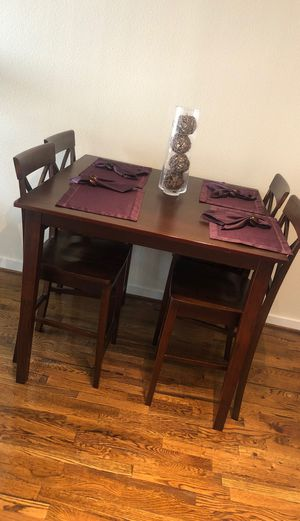 Dinning Room Table + Chairs - EXCELLENT CONDITION for Sale in Houston, TX