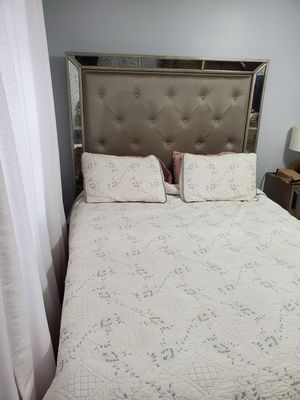 Queen size bed set for sale for Sale in Brooklyn, NY