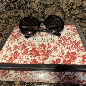 Woman's sunglasses 🕶 for Sale in Ontario, CA