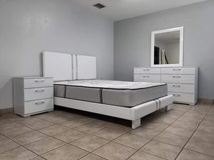 Complete queen bedroom set brand new free delivery mattress included for Sale in Miami, FL