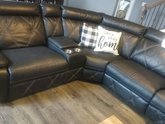 Black Leather 18ft Sectional With 3 Manual Recliners for Sale in Murfreesboro,  TN