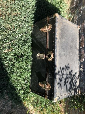 Vintage trunk for Sale in Los Angeles, CA