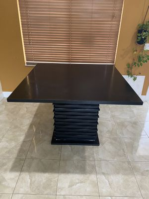 Counter Hight Dining Table for Sale in Hialeah, FL