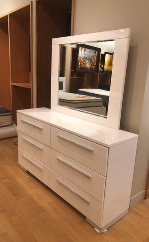 Gloss finish white dresser with mirror for Sale in Dallas, TX