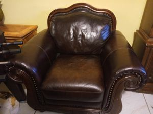 Sofa chair antique for Sale in Coral Springs, FL