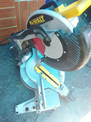DEWALT MITER SAW MODELO DWS780 for Sale in Los Angeles, CA