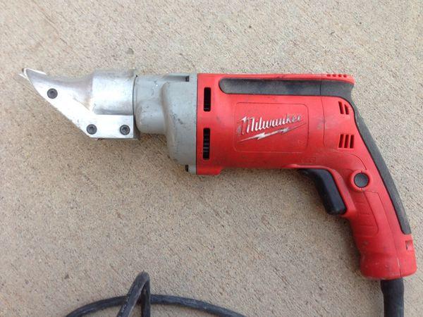 Milwaukee 18 gauge heavy duty shears
