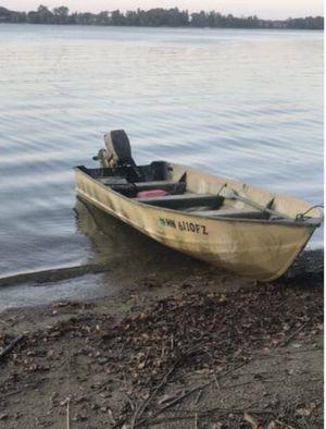 14 ft Lund Duck Boat 1981 Johnson 9.9 for Sale in Mankato, MN