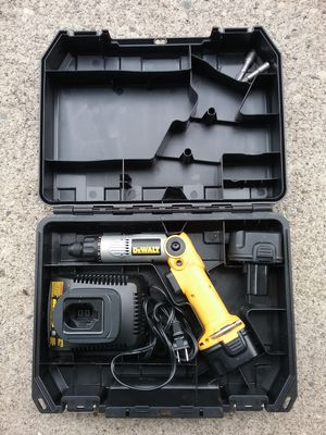 DEWALT UNIVERSAL DRILL WITH TWO BATTERIES AND CHARGER for Sale in Detroit, MI