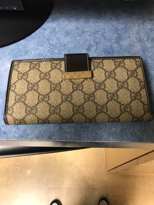 Gucci Brown/Beige Monogram Wallet for Sale in Vernon, CA