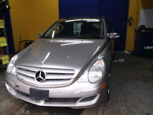 Selling Parts for a 06 Mercedes R350 for Sale in Warren, MI