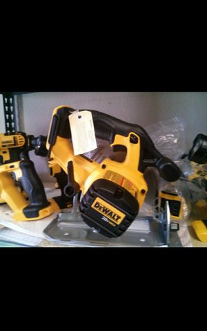 DEWALT 20V MAX CORDLESS 6-1/2 CIRCULAR SAW TOOL ONLY BRAND NEW for Sale in Colton, CA