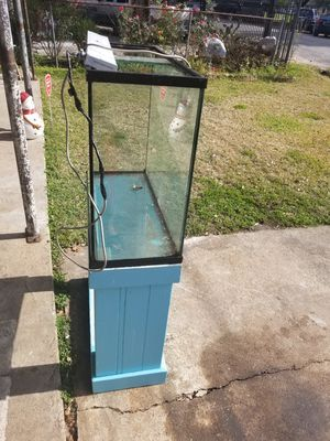 Fish tank believes it is a 50 gallon for Sale in Houston, TX