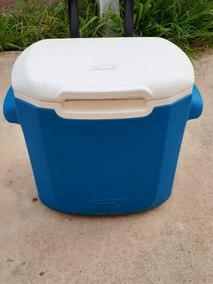 Blue ice cooler with handle and wheels for Sale in Santa Ana, CA