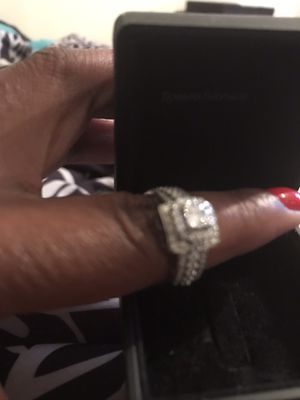Robbins Bros Halo Style Engagement Ring w/RingGuard Band for Sale in DeSoto, TX