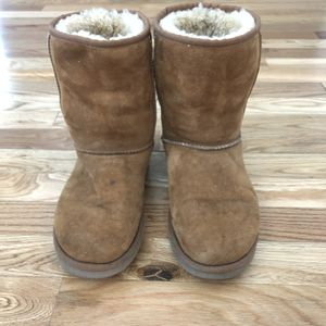 UGG Low Rise Boots Tan for Sale in Sacramento, CA