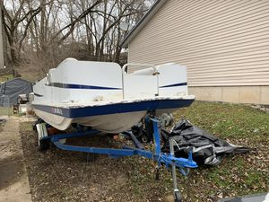 19' Deck boat 150 h. Merc for Sale in Johnsburg, IL