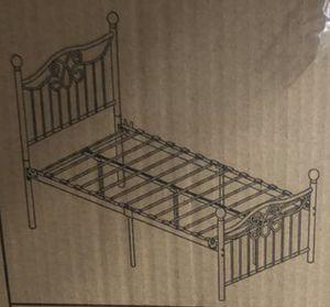 Antique brown Queen metal bed for Sale in Las Vegas, NV