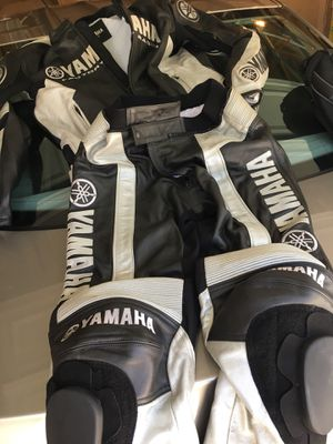 Yamaha motorcycle suit- 2 piece for Sale in Morton Grove, IL