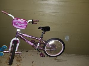 18 inch Girls bike with training wheels for Sale in Henrico, VA