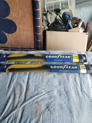 "Windshield wiper blade size 17""or 430 mm $10 a pair for Sale in West Covina, CA"