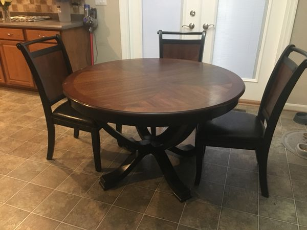 Eat-In Round Kitchen Table
