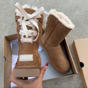 😍😍WOMEN'S UGG AUTHENTIC SIZE 6 OR 7 😍😍 for Sale in Silver Spring, MD