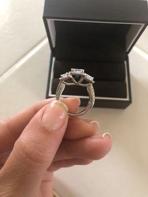 Vera wang 3 diamond ring for Sale in Vienna, VA