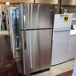 Stainless Frigidaire full-size icebox for Sale in Auburn,  WA