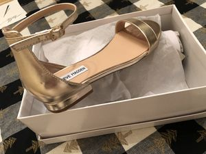 Steve Madden dress shoes- Gold size 8 medium width for Sale in Corona, CA