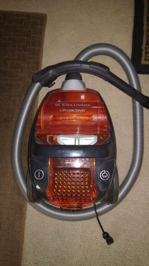 Electrolux bagless canister vacuum for Sale in Costa Mesa, CA