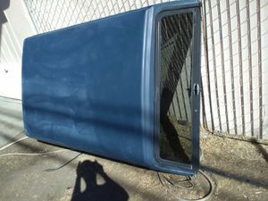 Nice camper shell for short bed Toyota or S10 for Sale in Fresno, CA
