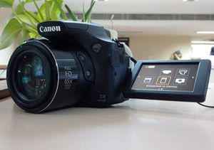 Canon SX60 like new 65X Optical Zoom in original box,charger and 2 extra batteries for Sale in Fremont, CA