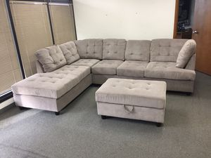 High end grey chenille tufted sectional couch for Sale in Tacoma, WA