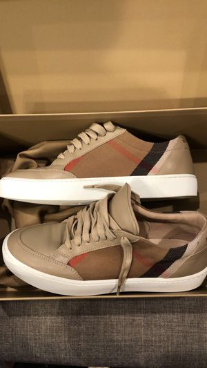 Burberry shoes for women's for Sale in Houston, TX
