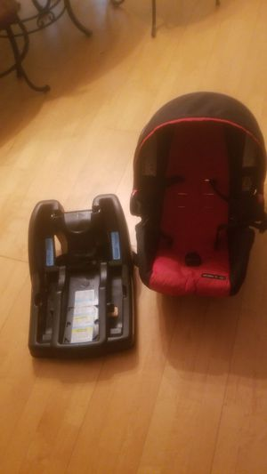 Infant car seat with base for Sale in Annandale, VA