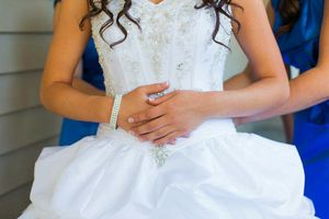Wedding dress! Professionally cleaned for Sale in Vancouver, WA