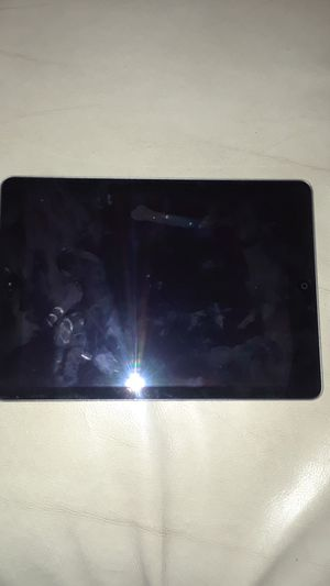 Apple 9.7 inch iPad 128 for $200 for Sale in Vallejo, CA