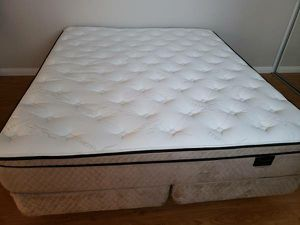 Cal king bed for Sale in Corona, CA