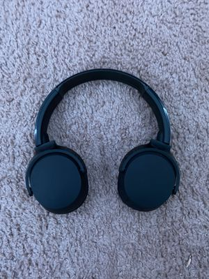Bluetooth skull candy headphones with charger for Sale in Raleigh, NC