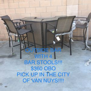 Outside bar with 4 bar stools.. $360 obo.. for Sale in Los Angeles, CA