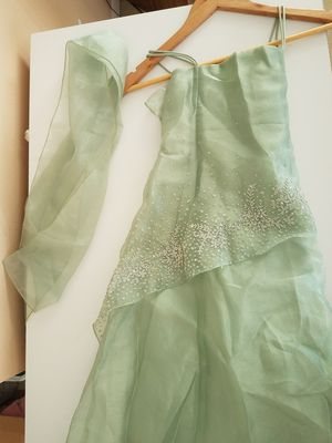 Light green girl's formal dress with white beading and sash for Sale in Orlando, FL